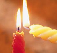 Красная и белая свечи для приворота